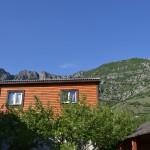 Деревянный домик с удобствами